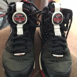 Li-Ning Baron Davis Basketball Shoes